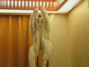 情侣退房服务员打开房门后惊呆吓傻 酒店负