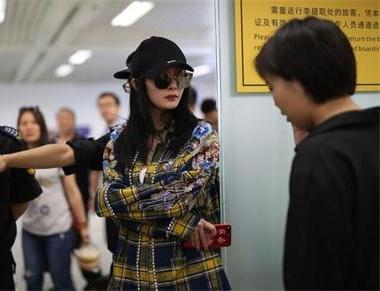 杨幂被保安赶出机场 只因人气太高