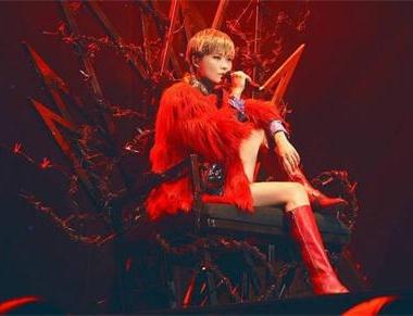 李宇春示爱歌迷 连唱经典歌曲