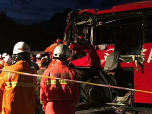 陕西发生重大车祸致36死 撞到隧道墙壁车毁人亡惨不忍睹