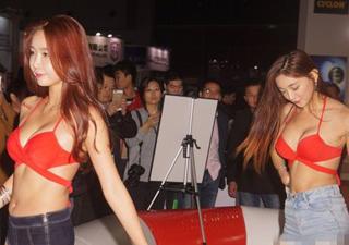 韩国女团比基尼助阵上海某车展