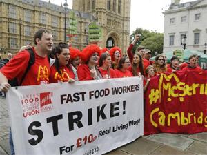英麦当劳员工罢工 因时薪低而发起罢工成首
