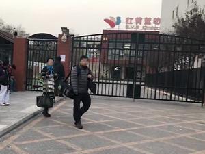 大快人心!红黄蓝教师被刑拘 20几岁女教师因虐待造谣被抓