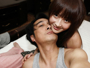 吴镇宇和姚笛的激情照 大尺度裸露香肩玉臂