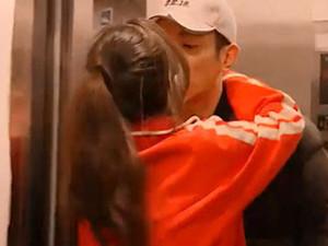 霍思燕杜江超甜蜜 实力上演一秒拥入怀电梯口激吻难以置信