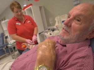 澳男子连续捐血60年 共984次相当于7个成年人血量