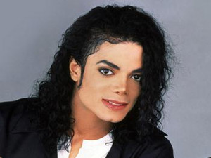 迈克尔杰克逊为什么整容 有人说迈克尔杰克