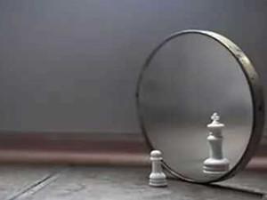 为什么晚上不能照镜子 老人告诉你这样做会有多邪门