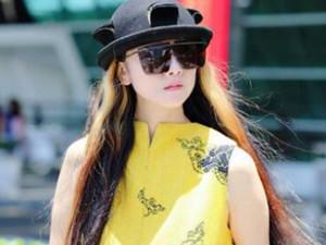 杨丽萍换风格被赞 一身黄凸显气质秒变妙龄
