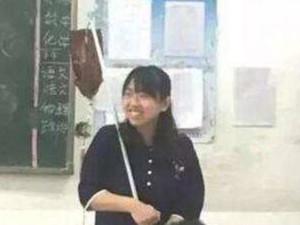 教师扛输液杆走红 傻行为却被认为是最可爱的动作