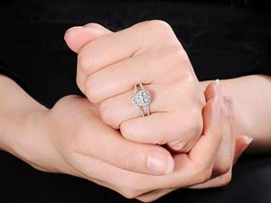 戒指的戴法和意义 男士跟女士的戴法也有区别