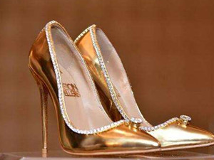 迪拜世界最贵鞋子 价值上千万镶钻石黄金豪