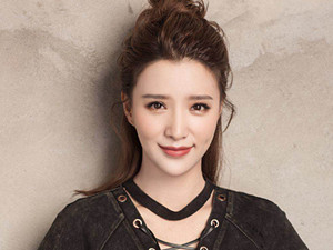 张杨果而阚清子对比照 两人长相相似如同双胞姐妹