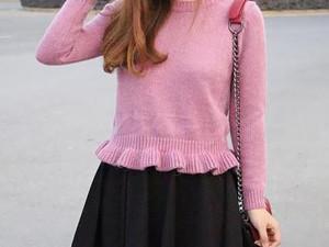 粉色上衣配什么颜色裤