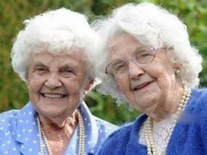 世界最年长双胞胎 两人均已过百人生经历几近相同