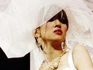 梅艳芳最后一场演唱会 穿着婚纱的她美如花