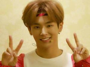 李汶翰C位出道 队友周艺轩也在另一选秀节目