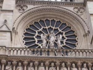 玫瑰花窗是什么建筑 巴黎圣母院玫瑰花窗没了吗