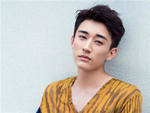 演员刘学义有女朋友吗 刘学义是不是弯的他