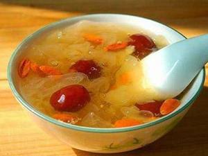 银耳红枣汤可以丰胸吗 公开答案以及正确做法