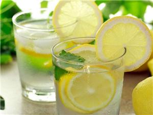 蜂蜜柠檬水的作用是什么 功效强大但这些禁忌也要注意