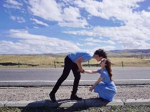 女生因没有给加油钱被男友删了 赶紧和男友