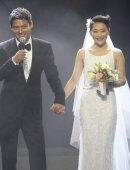 周公子结婚了,周迅高圣远演唱会上完婚