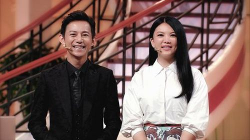 何炅李湘江苏卫视《为她而站》再同台