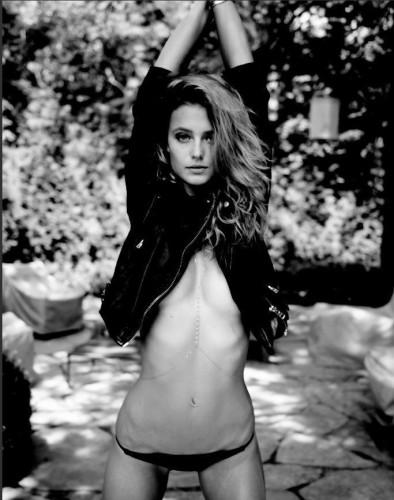 嫩模凯特澳门银河在线娱乐热裤写真