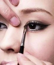 怎么化妆使眼睛变大