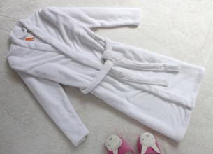 白衣服染上别的色用啥洗掉