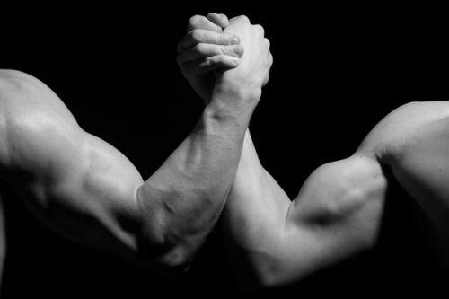 如何锻炼手臂肌肉