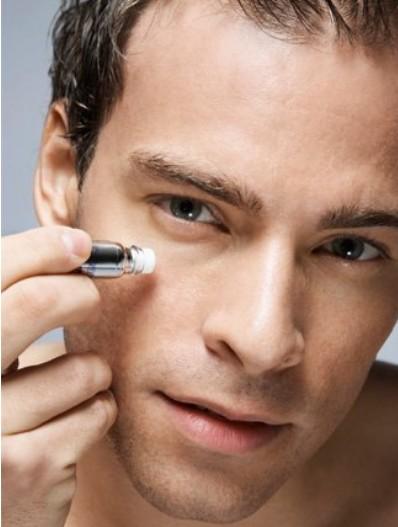 男性如何保养眼部肌肤
