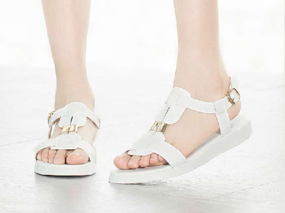 夏天穿什么鞋子透气