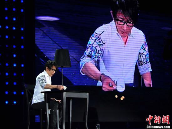 刘谦升级当爸爸 妻子产下一男婴