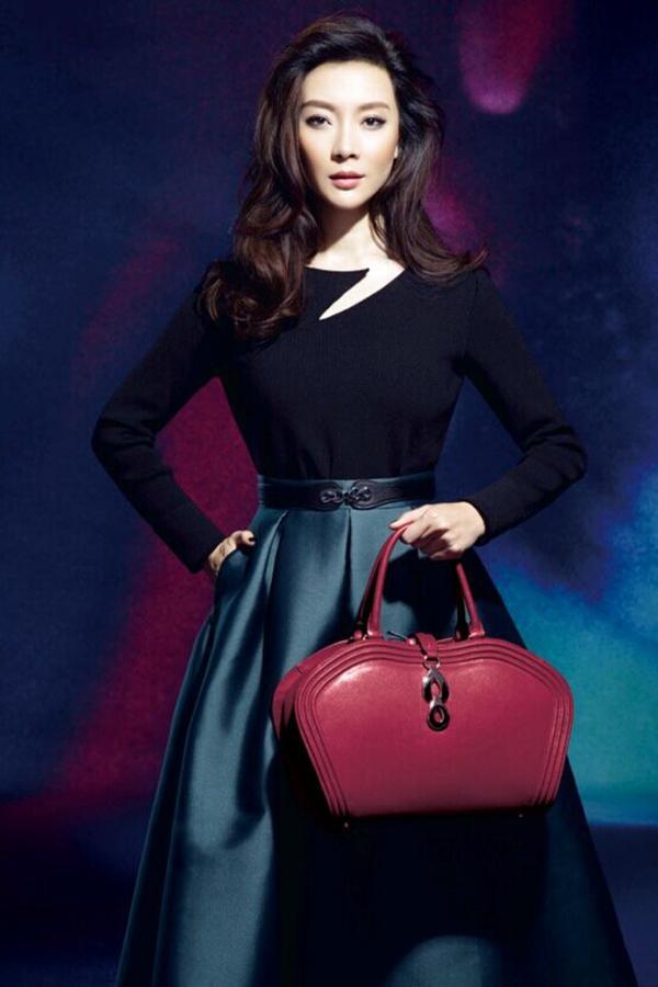 娱乐圈女艺人的包包搭配法则