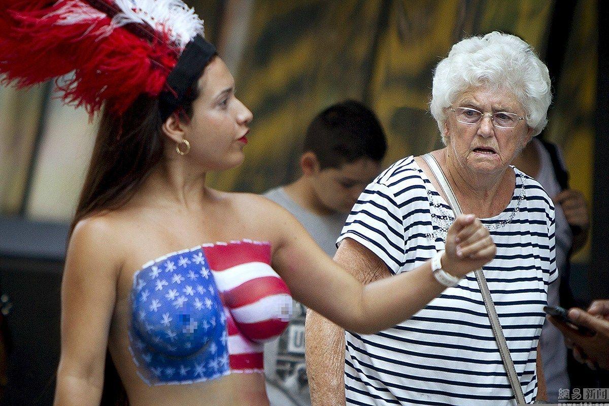 彩绘裸女们占领时代广场