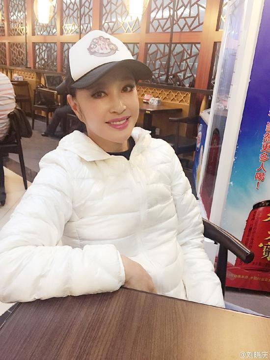 刘晓庆吐槽机场面条贵 一根3块