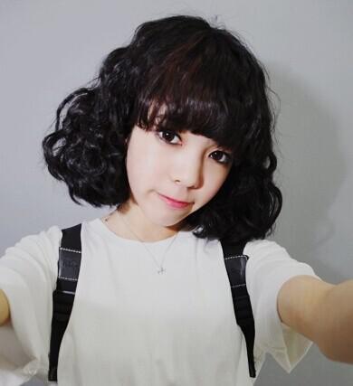 学生齐刘海沙宣中短发发型图片