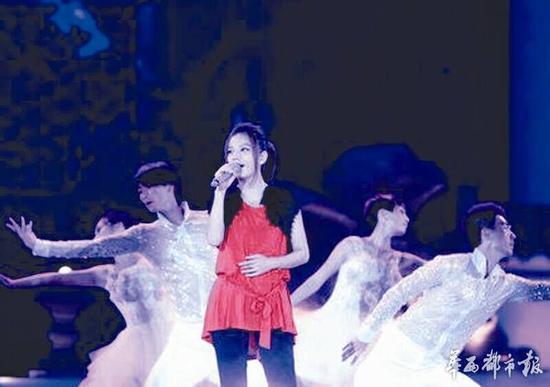 赵薇现身春晚彩排 独唱歌曲《六尺巷》