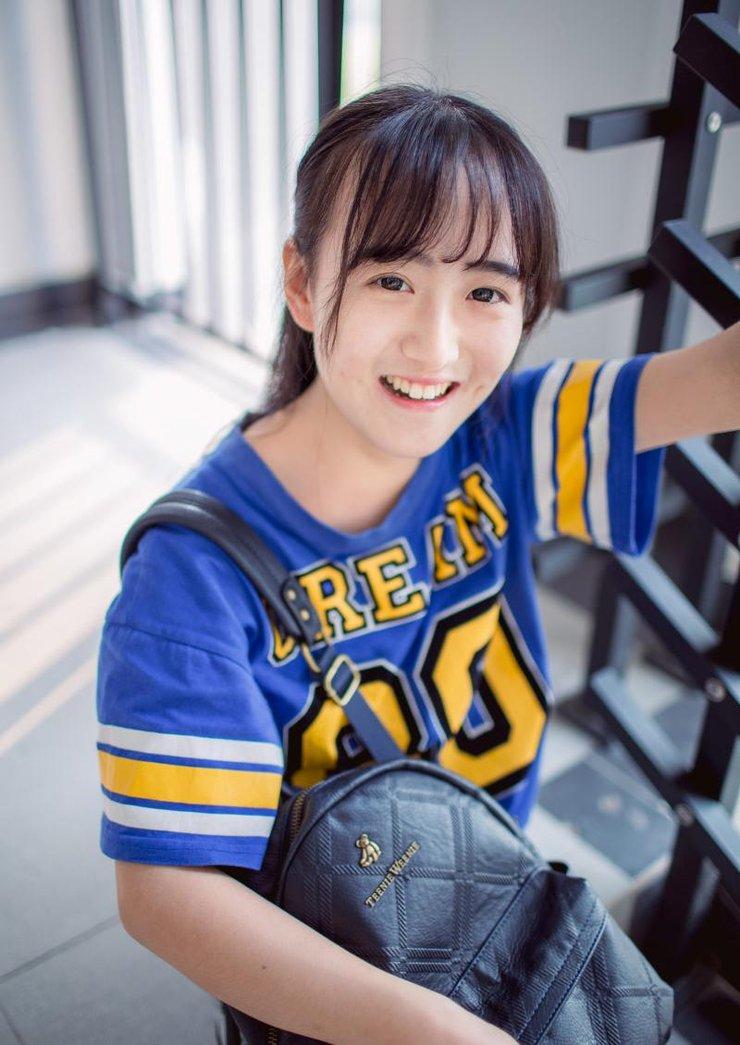 <b>校园美女篮球服甜美可人自拍可爱照</b>