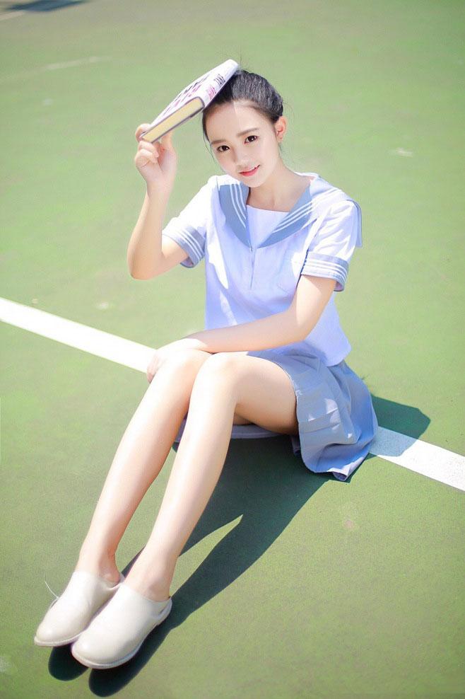 <b>清纯长腿校花阳光下绚丽多姿</b>