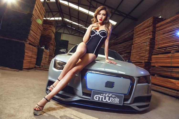 豪车与性感美女的完美搭配