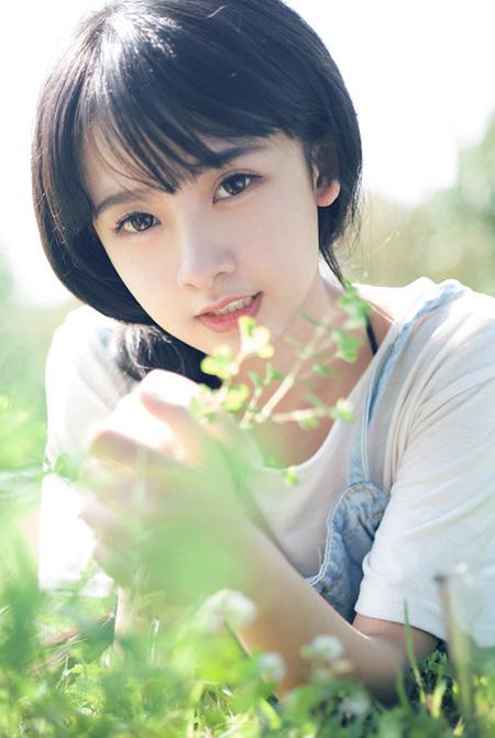 萝莉清纯美女户外唯美写真
