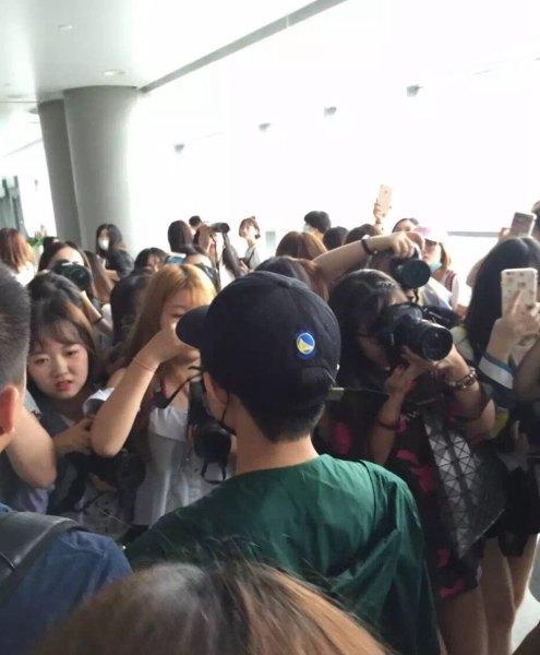 传TFBOYS王俊凯所坐班机1/3座位被粉丝包下