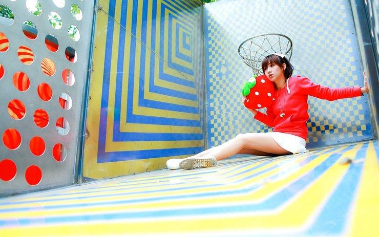 可爱小女生游乐园写真图片