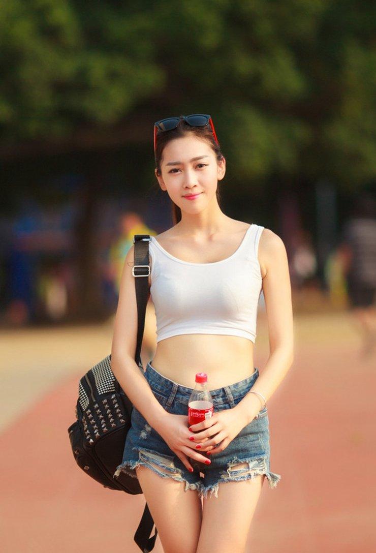 小清新美少女校花校园操场运动系写真
