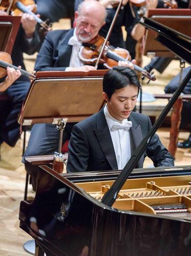 钢琴家李云迪波兰庆生