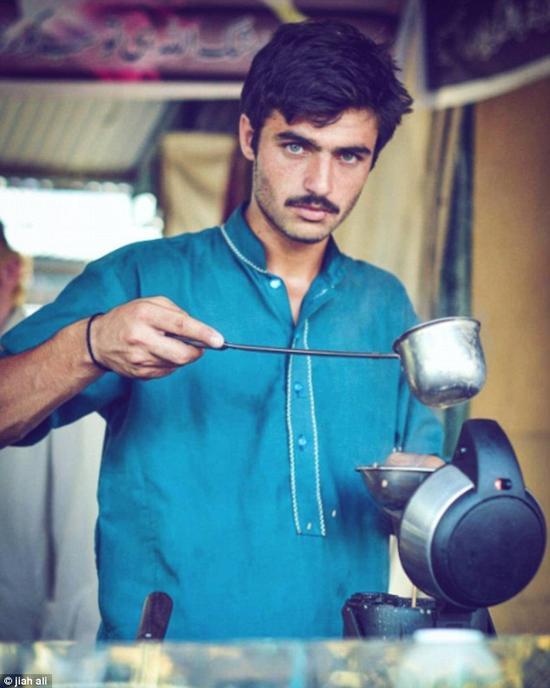 巴基斯坦茶饮摊贩小哥爆红