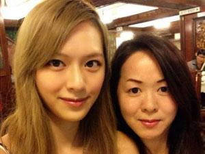港姐冠军冯盈盈的妈妈曝光 高颜值如同网红